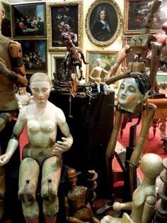 the Antiques Diva does the mercante in fiera parma italy! This looks SO AWESOME!
