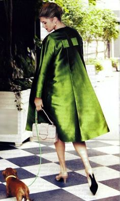 Ooooohhh, what a lovely green coat! Very elegantly dressed lady & pooch! Green Fashion, Cute Fashion, High Fashion, Vintage Fashion, Womens Fashion, Classic Fashion, Style Vert, Dame Chic, Looks Style