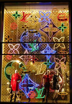 Amazing! You must look at these :) LV really takes the window display outlook seriously