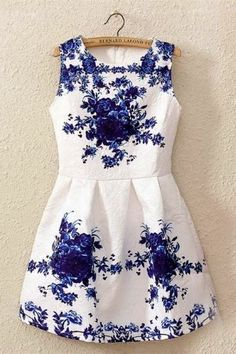 White and Blue Porcelain Floral Print Flare Mini Dress This gorgeous sleeveless dress with beautiful blue flower pattern that looks so stunning.
