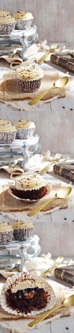 Cupcakes de chocolate con dulce de leche / http://evy-entrefogones.blogspot.com.es/