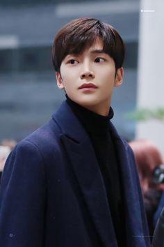 171215 Jung Hyun, Kim Jung, Joon Hyuk, Chani Sf9, Fnc Entertainment, Paranormal Romance, Asian Men, Handsome Boys, Boyfriend Material