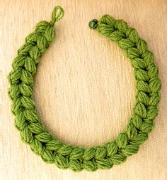Crochet Patterns Ravelry * NEW ! * Crochet pattern for crochet chain with cable pattern. Easy technique with phenomenal results! Step by step tutorial with pictures. Crochet Necklace Pattern, Crochet Chain, Crochet Bracelet, Cute Crochet, Crochet Stitches, Knit Crochet, Crochet Earrings, Crochet Geek, Craft Jewelry