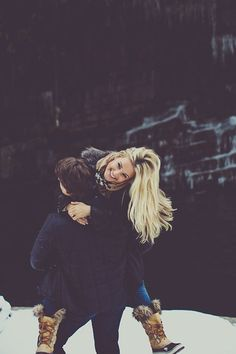 Cute holiday photo ideas for the newlywed couple