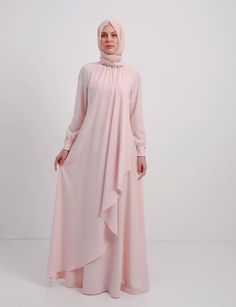 The Stylish and Elegent Abaya In Baby Pink Colour Looks Stunnings and Gorgeous With Trendy and Fashionable French Crepe Fabric. This is a completley customisable product after placing the order our de. Abaya Fashion, Modest Fashion, Fashion Dresses, Mode Abaya, Mode Hijab, Modest Outfits, Casual Dresses, Moslem Fashion, Outfit Look