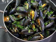 Recipe mussels and suggestions for more healthy meals and a more healthy life Shellfish Recipes, Seafood Recipes, Moules Frites Recipe, Healthy Cooking, Cooking Recipes, Veggie Recipes, Healthy Recipes, Healthy Meals, Healthy Life