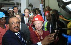 Le ministre de l'Eau et l'Energie du Cameroun, Mr Basile Atangana Kouna, et Mme Robichon, Ambassadrice de France au Cameroun, ont procédé à la mise en eau de la station de traitement d'eau de la Mefou, à Yaoundé.