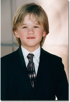 Haley Joel, an amazing young talent. I hope he is living a happy life. So very deserving for bringing so much to the viewers of his work. Young Celebrities, Young Actors, Haley Joel Osment, Macaulay Culkin, Star Children, Celebrity Kids, Twinkle Twinkle Little Star, Cute Kids, Good Times