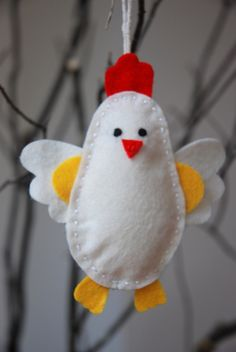 felt chicken -when I do it , minus the yellow hands (?) changing the colours to match our chicken breeds/varieties Felt Diy, Felt Crafts, Diy And Crafts, Easter Crafts, Holiday Crafts, Chicken Crafts, Diy Easter Decorations, Felt Birds, Felt Christmas Ornaments