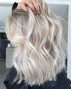 Olaplex Australia on Foils / Toner /. Blonde Foils, Blonde Wavy Hair, Short Blonde, Ashy Blonde, Short Wavy, Toner For Blonde Hair, White Blonde Highlights, Winter Hairstyles, Pretty Hairstyles