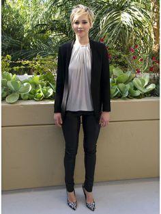 Jennifer Lawrence casual in pants - De woeste garderobe van Jennifer 'The Hunger Games' Lawrence