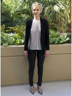Jennifer Lawrence casual in pants - De woeste garderobe van Jennifer 'The Hunger Games' Lawrence