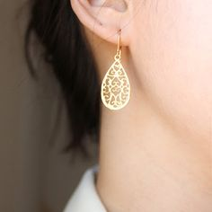 Beautiful earrings by Petitor via Etsy!