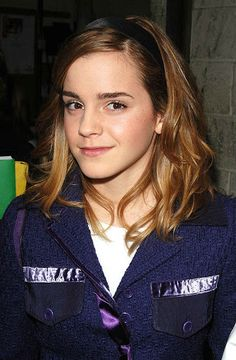 From Hermione's frizzy mane to that stunning post-Potter pixie crop: Emma Watson is a hair hero. See all her hair and beauty looks. Emma Watson Body, Emma Watson Hair, Ema Watson, Emma Watson Sexiest, Hermione, Then Vs Now, Pixie Crop, Emma Watson Beautiful, Daniel Radcliffe