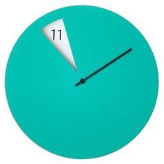 グリーン Freakish Clock   常識を覆すミニマルデザインのウォールクロック by Sabrina Fossi