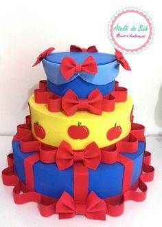 White Cake Cupcakes, White Cakes, Bolo Frozen, Dummy Cake, Snow White Cake, Fake Cake, Cinderella Party, Gorgeous Cakes, Sweet Cakes