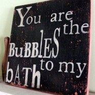 Arredare con le lettere: il bagno parla di te