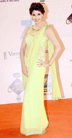 Aishwarya Sakhuja at the red carpet of 'Zee Rishtey Awards'.