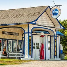 What to see along the Illinois stretch of Route 66: http://www.midwestliving.com/travel/illinois/two-day-getaway-along-route-66