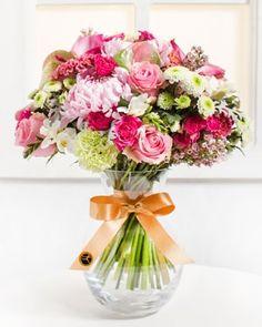 Fleurop.hu. Gyengéd érzések Glass Vase, Floral Wreath, Wreaths, Spring, Home Decor, Floral Crown, Decoration Home, Door Wreaths, Room Decor