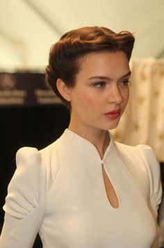 Twisted Crown Bridal Updo At Carolina Herrera Vintage Wedding. Carolina Herrera Fall 2013 RTW, By David Webber For Moroccanoil Love both the collar and the hairstyle here. Vintage Hairstyles, Wedding Hairstyles, Vintage Updo, Hair Styles Vintage, Classy Hairstyles, Princess Hairstyles, Hairstyles Haircuts, Retro Vintage, Vintage Makeup
