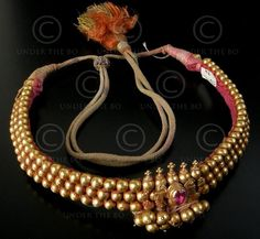 Can you post some of the designs for choker necklace that has got various names like Addigai (Tamil), Attiga, Nan pathakam in Telugu. Gold Temple Jewellery, Gold Wedding Jewelry, Gold Jewellery Design, Bridal Jewelry, India Jewelry, Silver Jewellery, Antique Jewelry, Jewlery, Gold Mangalsutra Designs