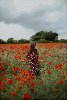 Beautiful Poppy Fields- Fashion and Bridal Inspiration… Creative Portraits, Creative Photography, Amazing Photography, Poppy Photography, Portrait Photography, Cute Instagram Pictures, Champs, Shotting Photo, Senior Portraits Girl