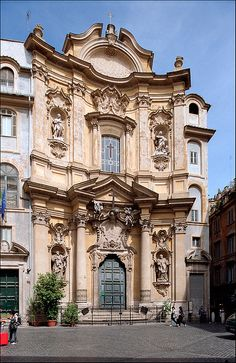 Chiesa di Santa Maria Maddalena, Roma  1699-1735 #Baroque - several architects were involved including Carlo Quadri, Carlo Fontana (who is thought to have designed the dome) and Giovanni Antonio de Rossi.