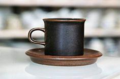 Arabian Ruska-sarjan kahvikuppi. Ruskasta on huudettu Yhdysvalloissa suuria summia. Kitchenware, Tableware, Bukowski, Kitchen Accessories, Finland, Denmark, Norway, Sweden, Glass Art