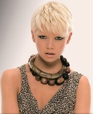 Simple layered haircuts will look very fresh and suit almost anyone, even elder women. Layered haircuts are also very easy to maintain and style, Layered Haircuts For Women, Short Hair Cuts For Women, Short Hairstyles For Women, Layered Hairstyles, Pixie Hairstyles, Female Hairstyles, Blonde Hairstyles, Long Hairstyle, Modern Hairstyles