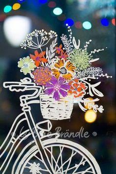 Tolles Blumen-Fahrrad! Eine fantastische Fensterdeko für Frühling und Sommer. Mit Hilfe der zauberhaften XXL- Vorlagen von Bine Brändle die Motive mit abwischbaren Kreidemarkern auf die Fenster malen. Das Motiv wird ganz einfach durch gepaust.