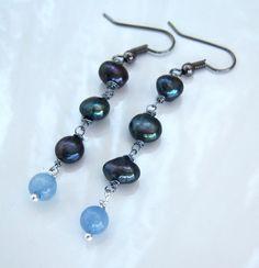 Boucles d'oreille wire wrap avec des perles d'eau douce noires