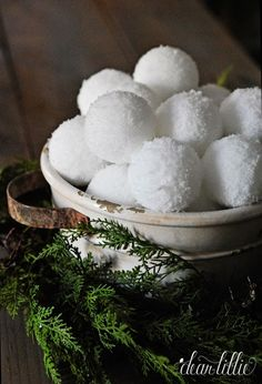 Old Rusty Galvanized Bucket + Easy Faux Snowballs Creates the Perfect Rustic Holiday Centerpiece !