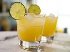 Spicy Pineapple Margarita Kitchen Recipes, Wine Recipes, Food Network Recipes, Bar Recipes, Healthy Recipes, Baked Salisbury Steak Recipe, Refreshing Drinks, Yummy Drinks, Sangria Punch