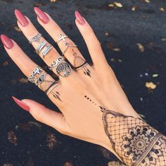 nails, tattoo, henna, girl, tan, hands, beauty, jewellery