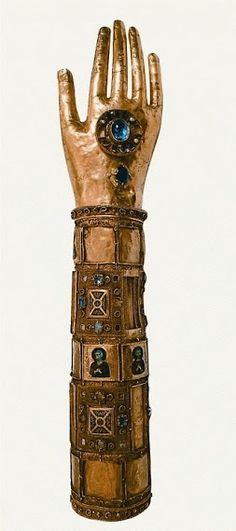Reliquary du bras de Sain Blaise en or repousse e cisele,sur ame de bois,filigranes,emaux cloisonnes sur or,pierres precieuses. Palerme ver 1185-1192 Tresor de la Cathedrale de Dubronik,Croatia