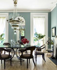 What A Luxurious #dining #room Designlove The Wall Color The Amazing Color Dining Room Decorating Design
