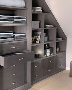 A very elegant dressing Order in the dressing room xn Loft Closet, Wardrobe Closet, Attic Bedrooms, Home Bedroom, Loft Storage, Storage Spaces, Attic Master Suite, Dressing Room Design, Attic Spaces