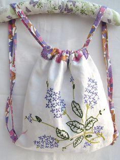 Mochila Drawstring de reciclado mantel de lino por RelovedPreloved