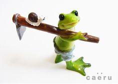 ミニ樹脂オブジェ ポタジェのカエル 鍬担ぎwithカタツムリ
