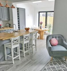 You Do Not Know About Kitchen Dining Room Combo Small Layout 31 Grey Kitchen Diner, Pink And Grey Kitchen, Grey Kitchen Floor, Kitchen Tiles, Small Living Dining, Open Plan Kitchen Dining Living, Kitchen Family Rooms, Living Room Kitchen, Small Open Plan Kitchens