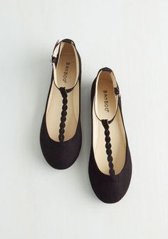 Meeting up for mimosas with your besties? Buckle into these black flats for an effortlessly cute outfit! Featuring a braided T-strap and velvety vegan faux suede, this pretty pair offers a look as refreshing as your drink.