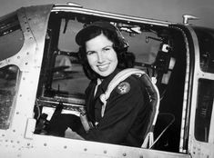 vintage everyday: 23 Vintage Photos of Beautiful Female WWII Pilots in the U. Ww2 Women, Military Women, Female Pilot, Female Soldier, Great Women, Beautiful Women, Brave, Pilot Uniform, Ww2 Uniforms