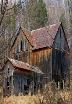 Old barn with peaked roof - I've been in love with old barns since I was little; I love this neat old barn. Old Buildings, Abandoned Buildings, Abandoned Places, Farm Barn, Old Farm, Country Barns, Country Life, Country Living, Country Roads