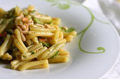 Strozzapreti con Salmone, Zucchine, Pesto e Pinoli - ticucinopelefeste.com - Personal chef Roma - Cuoco a domicilio Roma - Chef a casa tua Roma