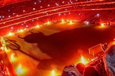This was the welcome Manchester United received from Galatasary fans when they walked onto the pitch at the Ali Sami Yen stadium for their Champions League encounter in 1993. Amazing and frightening all at the same time. 'Welcome to Hell' they said.      #footyscout #football #soccer #footy #goals #training #instalike #player #ultras  #footballer #blogger #exercise #love #game #futbol #club #sports #cup #soccerteam #instagood #blog #winning #hooligans #cimbom #istanbul #tukey #turkiye…