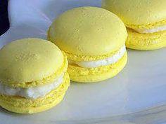 La meilleure recette de Macarons ananas! L'essayer, c'est l'adopter! 5.0/5 (2 votes), 4 Commentaires. Ingrédients: Coques: 165g de poudre d'amande 165g de sucre glace 2 fois 58g de blanc d'oeuf 165g de sucre en poudre 40g d'eau 2 pointes de couteau de colorant jaune en poudre Ganache chocolat blanc: 250g de chocolat blanc 200g de crème liquide 30% 10g de beurre Garniture: 1 bocal de mini-ananas au sirop