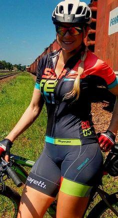 Bicycle Women, Bicycle Girl, Cycling Girls, Women's Cycling, Cycling Jerseys, Sporty Girls, Biker Girl, Cycling Outfit, Athletic Women