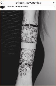 Pin of Mxxriona Kppn on tattoo ideas - Coole Tattoos - Tattoo Designs For Women Forearm Tattoos, Finger Tattoos, Body Art Tattoos, Feminine Tattoo Sleeves, Feminine Tattoos, Tattoo Band, Diy Tattoo, Tattoo Bracelet, Pretty Tattoos