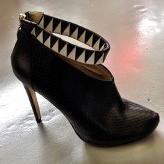 Sex with a heel. AMAZING shoes by Atlanta Weller in the PUSH IT studio!